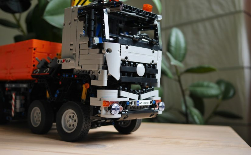 """Mould King 19007 """"Arocs"""" Review"""